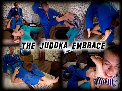 Judoka Embrace